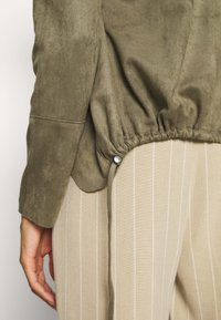 Betty & Co - Faux leather jacket - dusty olive - 4