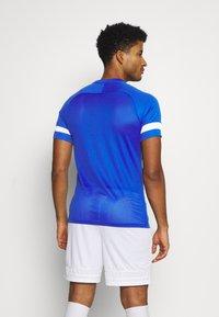 Nike Performance - Camiseta estampada - game royal/white - 2