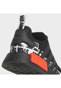 adidas Originals - NMD_R1 BOOST SHOES - Sneakers basse - black - 7