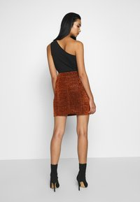 House of Holland - GATHERED MINI SKIRT - Mini skirt - bronze - 2