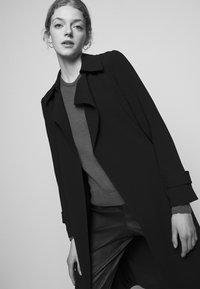 Theory - OAKLANE ADMIRAL - Klasický kabát - black - 3