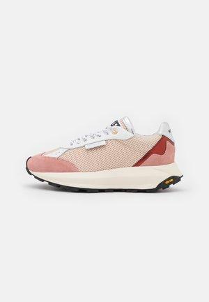 RACER - Tenisky - cream/pink