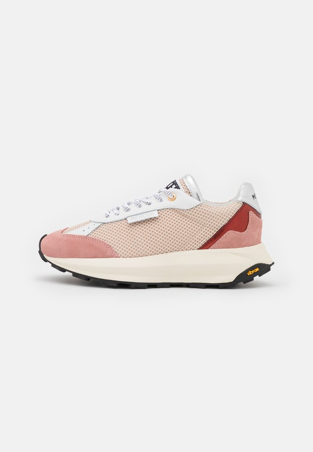 RACER - Sneakers laag - cream/pink