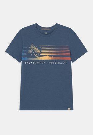 JORLAGUNA CREW NECK - Print T-shirt - ensign blue