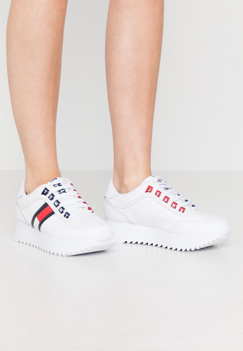 Tommy Jeans - HIGH CLEATED  - Sneakers basse - white