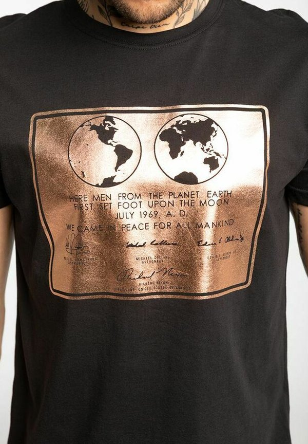 Alpha Industries T-shirt z nadrukiem - black/czarny Odzież Męska QOIF