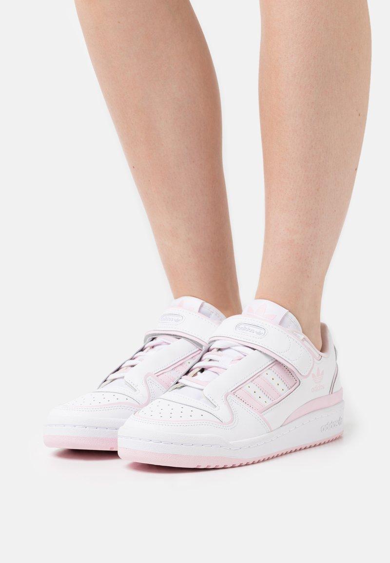 adidas Originals - FORUM PLUS - Sneakers - footwear white/clear pink