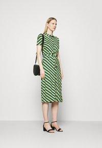 King Louie - ROSIE DRESS DAZE - Žerzejové šaty - eden green - 1