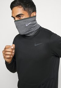 Nike Performance - RUN THERMA SPHERE NECKWARMER 3.0 - Schlauchschal - iron grey heather/silver - 0