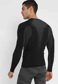 ODLO - CREW NECK PERFORMANCE WARM - Undershirt - black/odlo concrete grey - 2