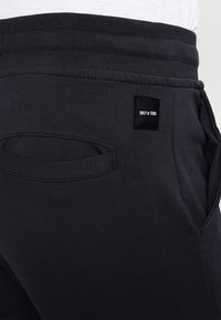 Only & Sons - ONSKENDRICK - Tracksuit bottoms - dark navy - 4