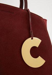 Coccinelle - CONCRETE BICOLOR - Handbag - marsala/cherry - 3