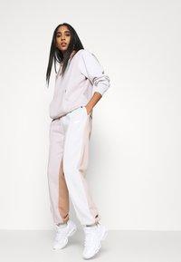 Nike Sportswear - HOODIE - Sweatshirt - platinum violet - 3