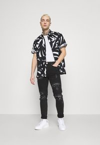 The Couture Club - BIKER BANDANA PATCH - Skinny-Farkut - black - 1