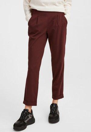 MIT ELASTISCHEM BUND - Trousers - bordeaux