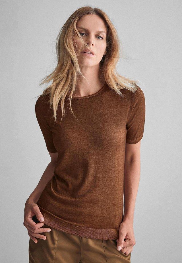 Basic T-shirt - antique bronze