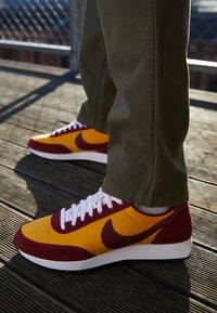 Nike Sportswear - AIR TAILWIND 79 - Trainers - university gold/team red/white/black/team orange - 7