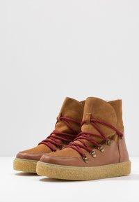 Pavement - LOLA - Kotníkové boty na platformě - tan - 4