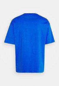 New Balance - T-shirt med print - cobalt - 7