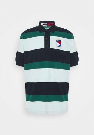 CASUAL  - Polo shirt - desert sky/oxygen/rural green