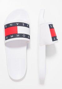 Tommy Jeans - FLAG SLIDE - Pool slides - white - 1