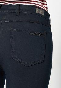 TONI - BELOVED CS - Slim fit jeans - 059 marin - 3