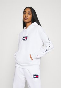 Tommy Jeans - BOX FLAG HOODIE - Sweat à capuche - white - 0