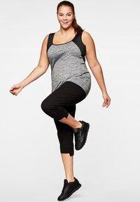 Sheego - Sports shirt - grau-schwarz - 1