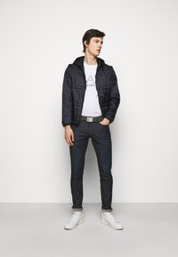 Emporio Armani - POCKETS PANT - Slim fit jeans - dark blue denim - 1