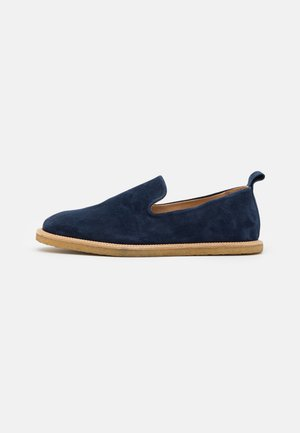 EVO LOAFER - Loaferit/pistokkaat - navy