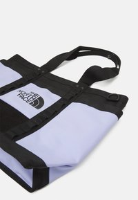 The North Face - EXPLORE UTILITY TOTE UNISEX - Tote bag - sweet lavender/black - 3