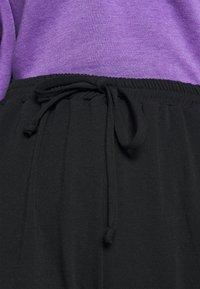 Missguided Petite - 90S JOGGERS - Tracksuit bottoms - black - 4