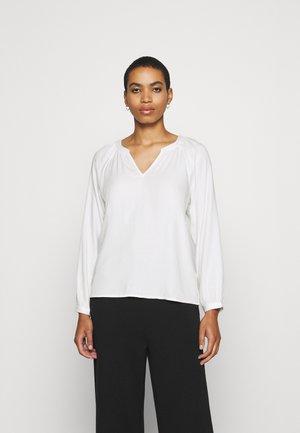 Pitkähihainen paita - whisper white