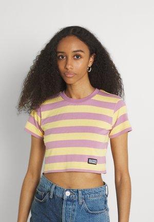 REFRESH TEE - Print T-shirt - yellow/lilac