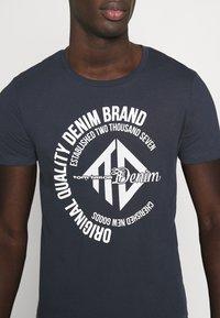 TOM TAILOR DENIM - WITH COINPRINT - T-shirt med print - sky captain blue - 5