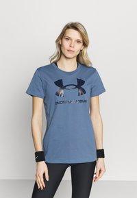 Under Armour - LIVE SPORTSTYLE GRAPHIC - T-shirt imprimé - mineral blue - 0