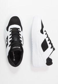 Champion - LOW CUT SHOE REBOUND - Koripallokengät - white/black - 1