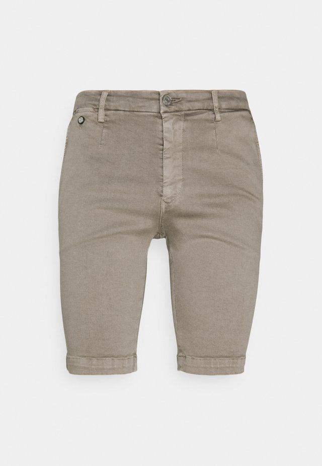 LEHOEN - Shorts - sand