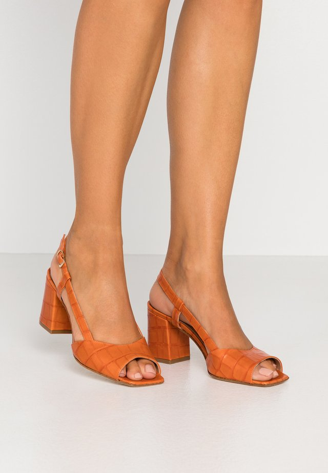 Sandály - kenia arango