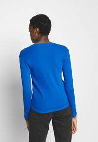 Benetton - V NECK SWEATER - Strikkegenser - blue - 2