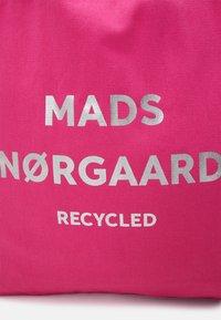 Mads Nørgaard - BOUTIQUE ATHENE - Shopping Bag - shocking pink/silver - 3