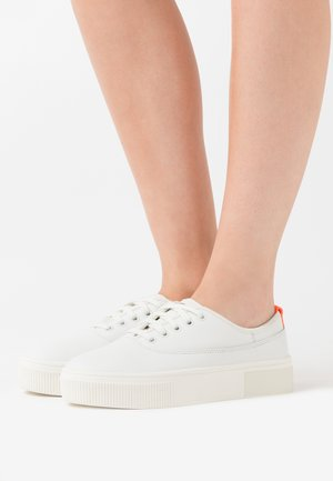 VANEELA S-VANEELA LOW SNEAKERS - Trainers - white