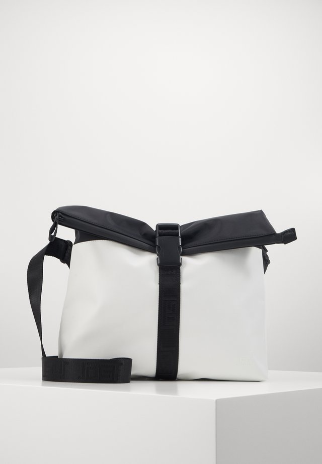 TOLJA SHOULDER BAG - Olkalaukku - white