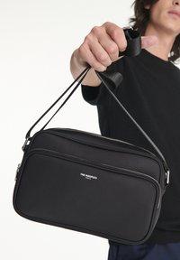 The Kooples - SAC UNISEX - Across body bag - black - 0