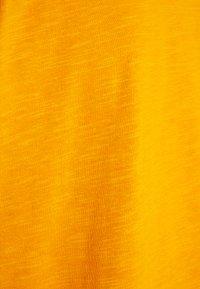 Anna Field Curvy - Basic T-shirt - dark yellow - 2