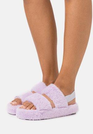 STRIPE - Slippers - lavender