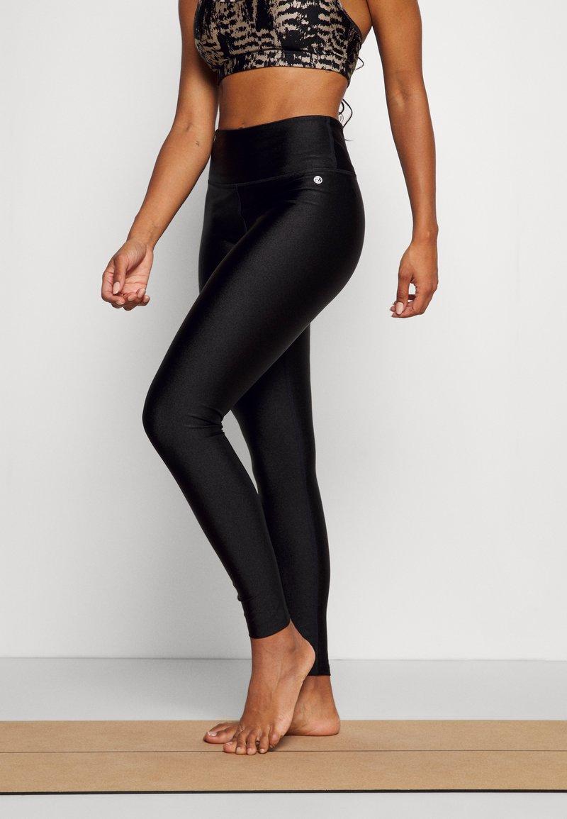 Deha - SHINING LEGGINGS - Leggings - black