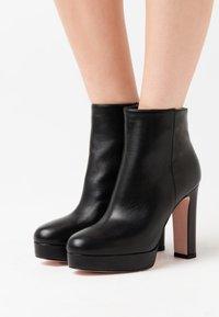 Liu Jo Jeans - Botines de tacón - black - 0
