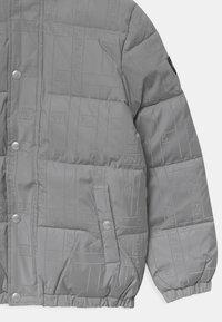 Calvin Klein Jeans - REFLECTIVE LOGO TAPE - Zimní bunda - black/silver - 3