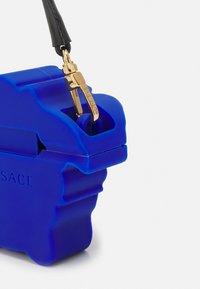 Versace - TECHNOLOGY ITEMS UNISEX - Tech accessory - bluette/oro - 3